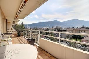 Lumineux appartement de quatre pièces avec terrasse à Gaillard