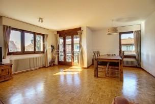 Appartement de cinq pièces lumineux et traversant à Corsier