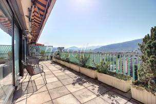 Vaste duplex en attique à cent mètres de Genève