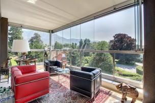 Superbe attique traversant avec terrasse