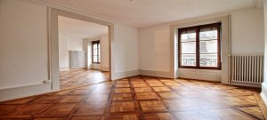 PRESTIGIOUS APARTMENT IN A CHARACTER BUILDING
